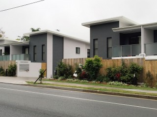 View profile: NEAR NEW 3 BEDROOM & 2 BATHROOM TOWNHOUSE MODERN DESIGN AND GREAT LOCATION - Be quick!!